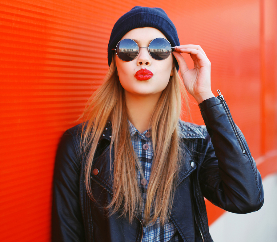portrait-of-fashionable-blonde-girl-with-red-lipstick-wearing-a